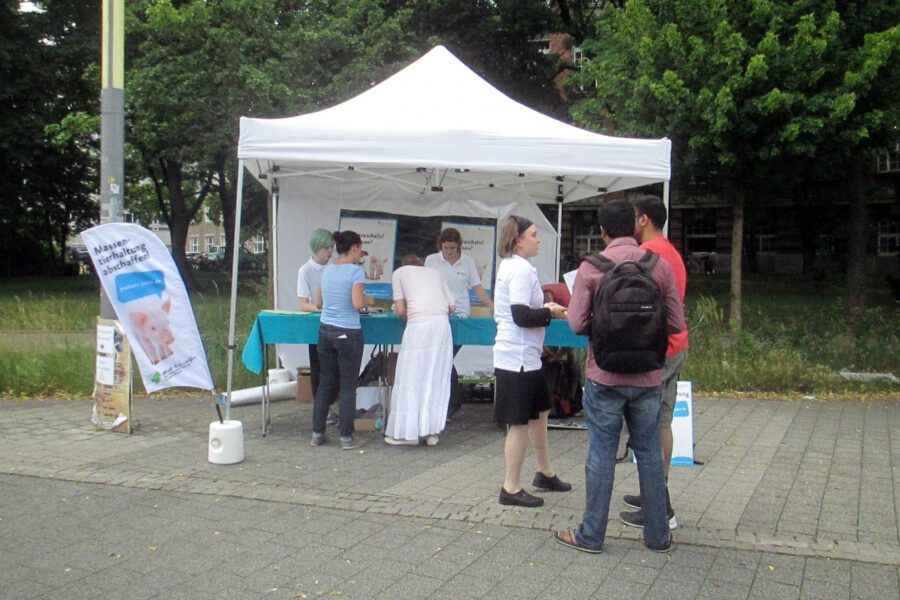 Info-Stand auf dem Campus der TU Dresden