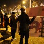 Demonstrierende auf der Kundgebung Weihnachtszirkus