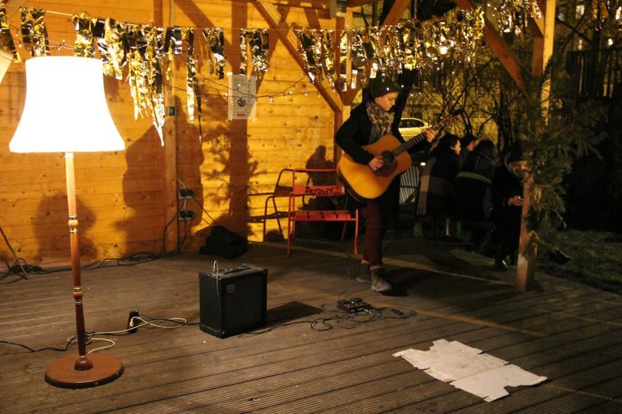 Musikerin auf der Bühne