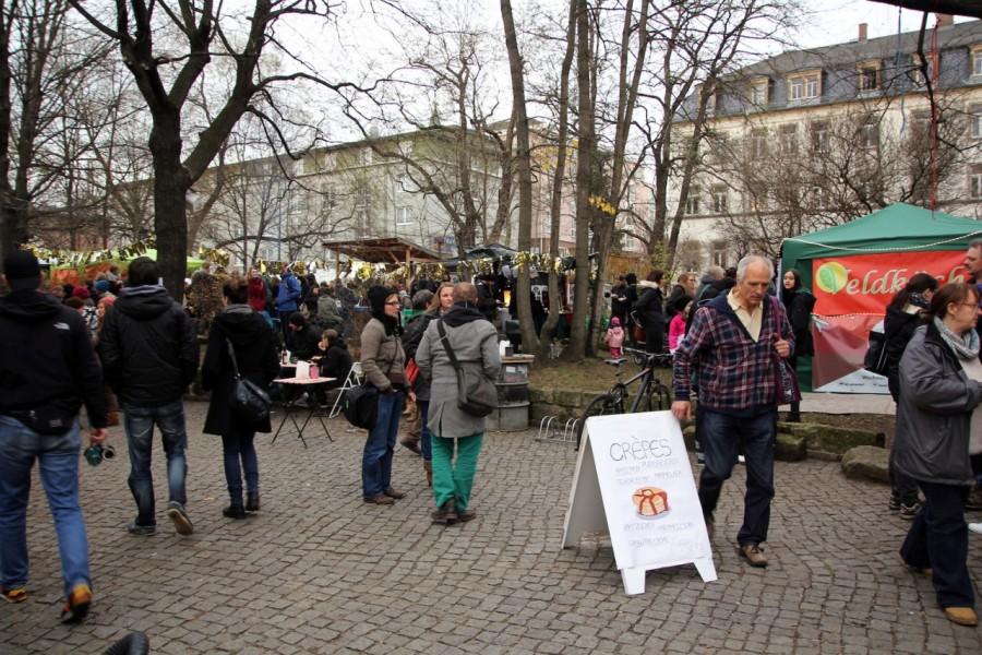 Besucher auf dem Wintermarkt