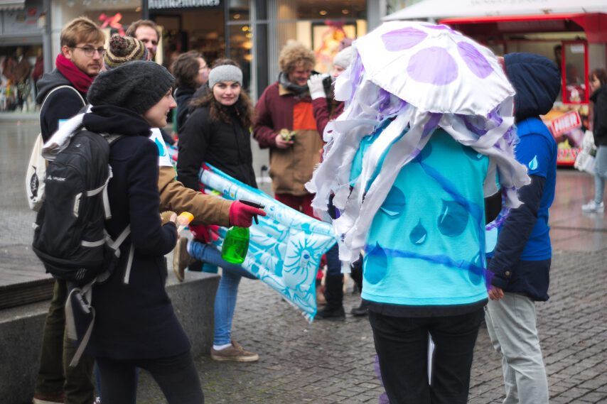 Teilnehmerinnen und Teilnehmer des Flashmobs