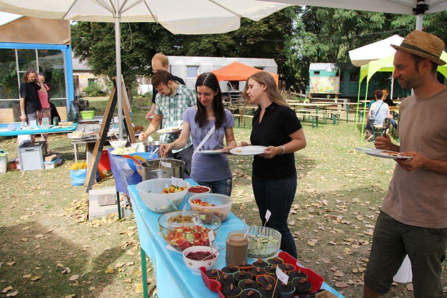Buffet beim veganen Brunch im Golgi Park 2016