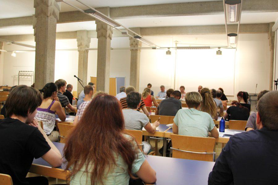 volle Halle bei der Podiumsdiskussion zum kommunalen Verbot für Zirkusse mit Wildtieren in Dresden