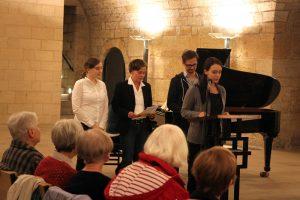 Aktive beim Vortragen von Texten beim Friedensgebet in der Frauenkirche 2016