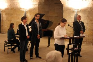 Aktive lesen Texte beim Friedensgebet in der Frauenkirche 2016 vor
