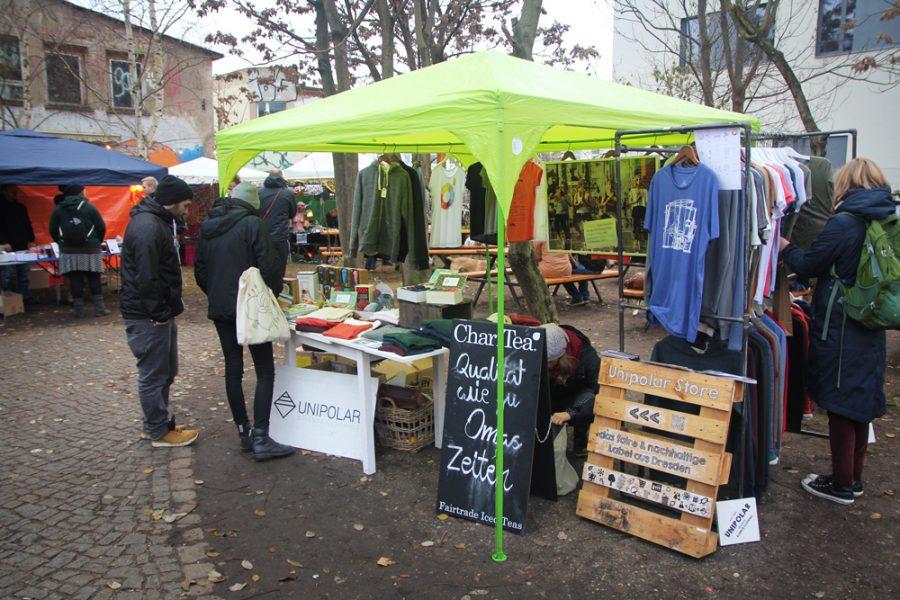 Stand mit fairer Kleidung auf dem 2. veganen Wintermarkt Dresden