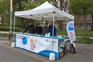 Info-Stand der Albert Schweitzer Stiftung für unsere Mitwelt an der TU Dresden