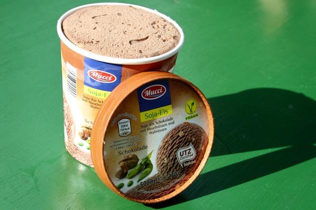 veganes Milcheis: Mucci - Soja-Schokoladeneis